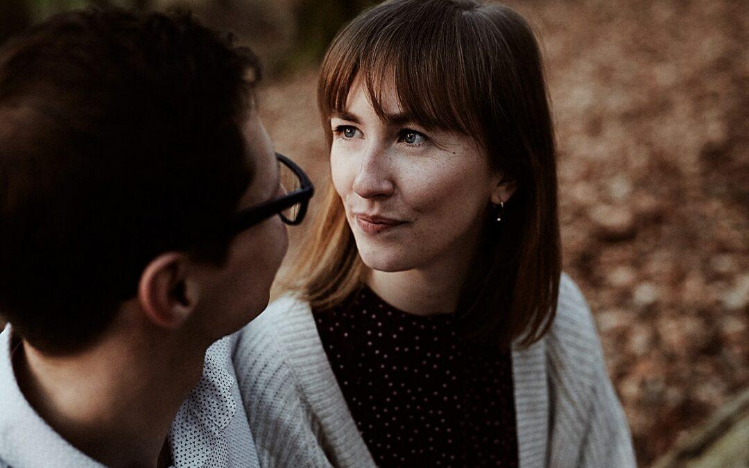 Saskia & Timo – Verlobungsshooting im Sonnenuntergang